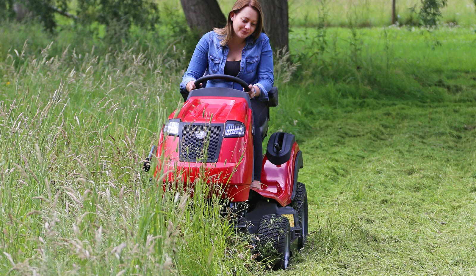 Countax B Series 4WD garden tractor ride on mower with HGM cutter deck cutting tall grass