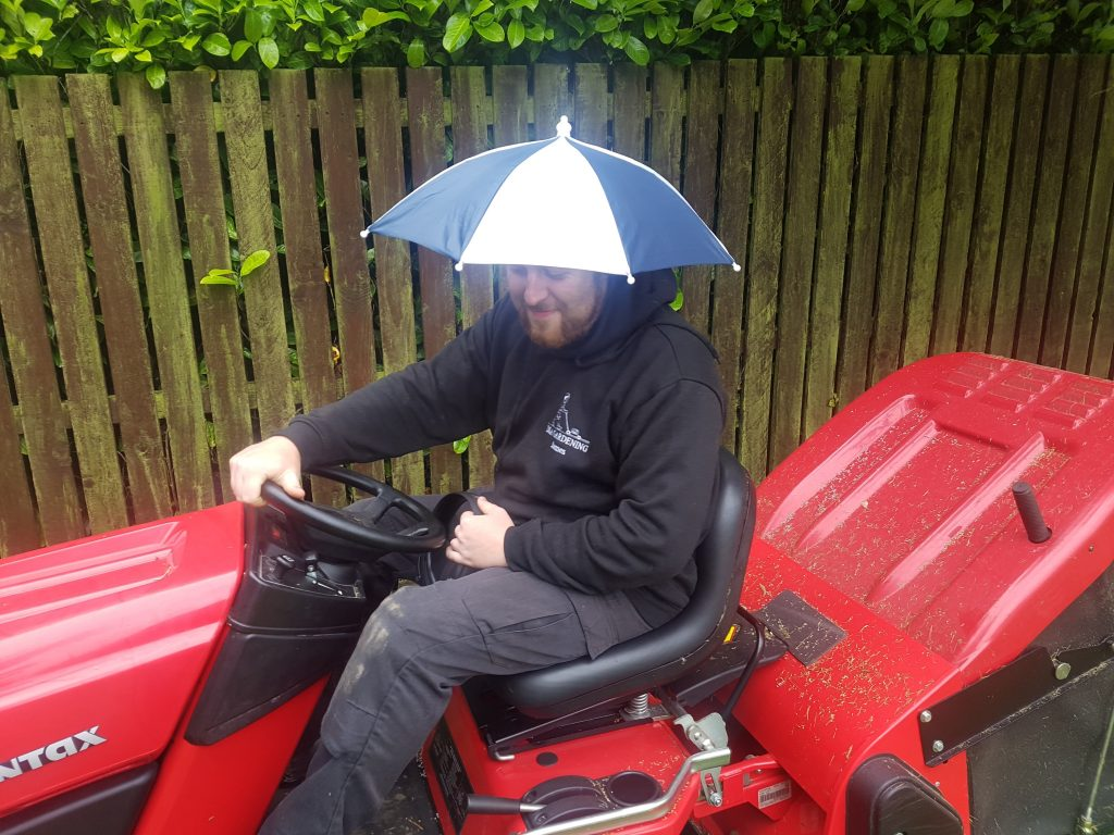 Cutting and collecting wet grass - Countax garden tractor