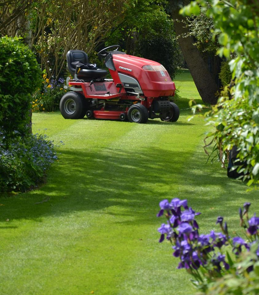 Countax garden tractor with mulch or combi deck